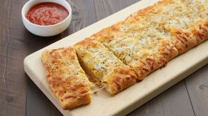 5-ingredient-crescent-cheesy-bread