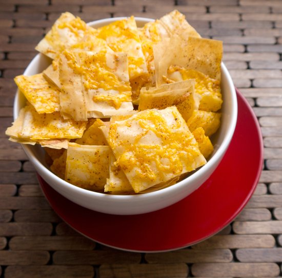 cheddar-phyllo-crackers